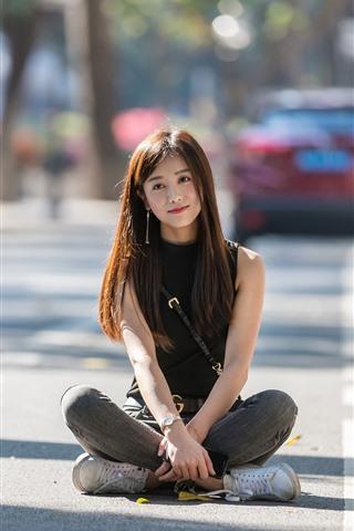 iPhone Wallpaper Asian girl sit at street