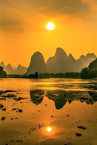 iPhone Wallpaper Beautiful nature landscape, Lijiang, mountains, sunshine, boat, morning, China