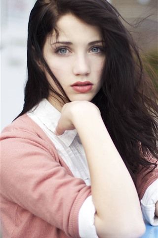 iPhone Wallpaper Emily Rudd 03