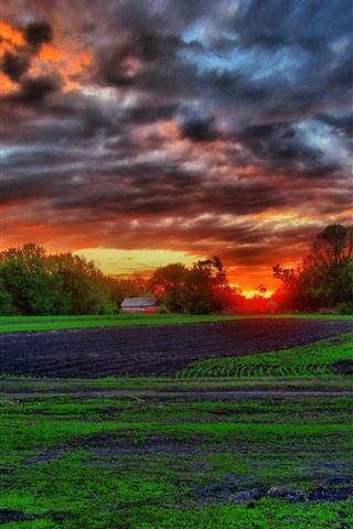iPhone Wallpaper Farmland, fields, trees, hut, clouds, sunset
