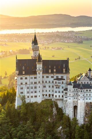 iPhone Wallpaper Germany, Bavaria, Neuschwanstein, city, fog, morning, sun rays