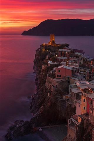 iPhone Wallpaper Italy, Cinque Terre, Ligurian sea, Vernazza, sea, sunset, red sky