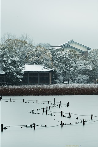 iPhone Wallpaper Pinghu Qiuyue, houses, trees, snow, winter, West Lake, Hangzhou, China