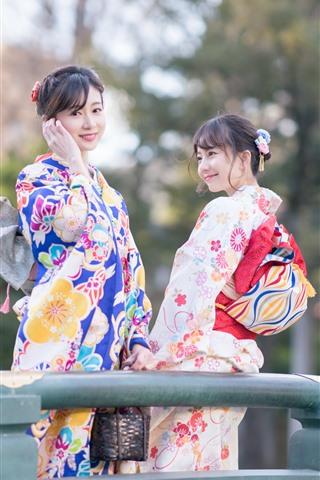 iPhone Wallpaper Two lovely Japanese girls, kimono, bridge