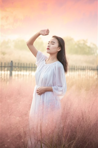 iPhone Wallpaper Young Asian girl, morning, reeds, fog, hazy