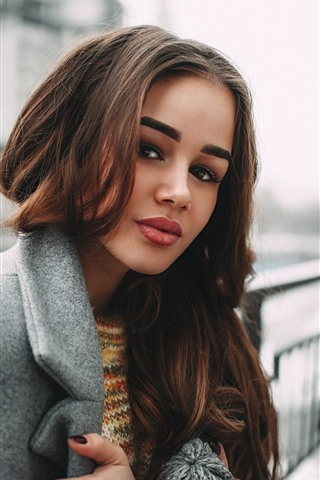iPhone Wallpaper Brown hair girl, coat, city, hazy background