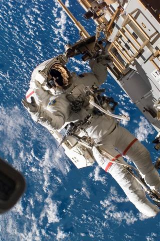 iPhone Wallpaper Cosmonaut, weightlessness, spaceship