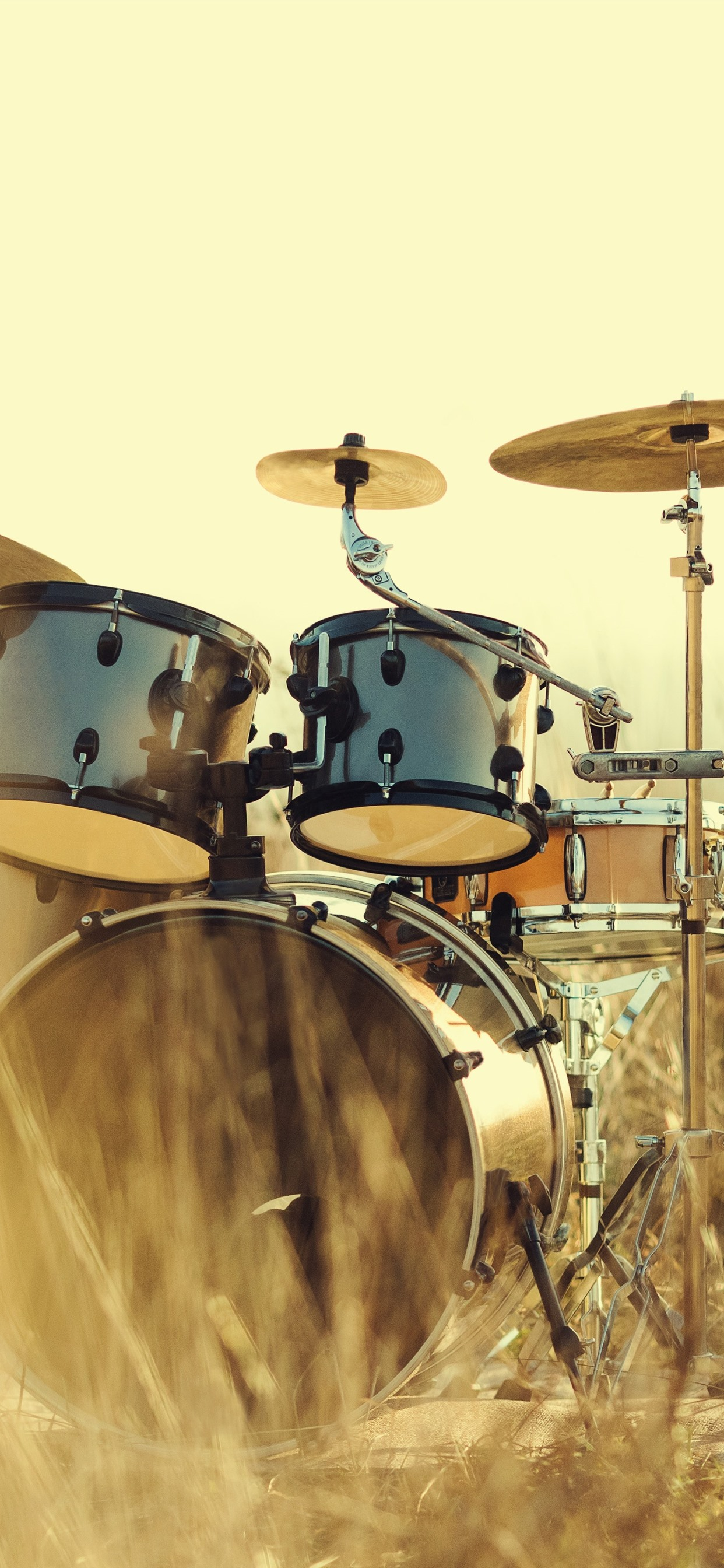 Wallpaper Drums Instrument Grass 5120x2880 Uhd 5k Picture