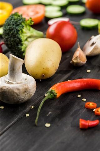 iPhone Wallpaper Garlic, pepper, tomatoes, mushrooms, potatoes, vegetable