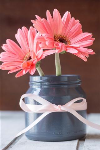 iPhone Wallpaper Pink chrysanthemum, vase, wood board
