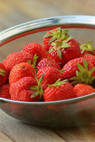 iPhone Wallpaper Strawberries, strainer