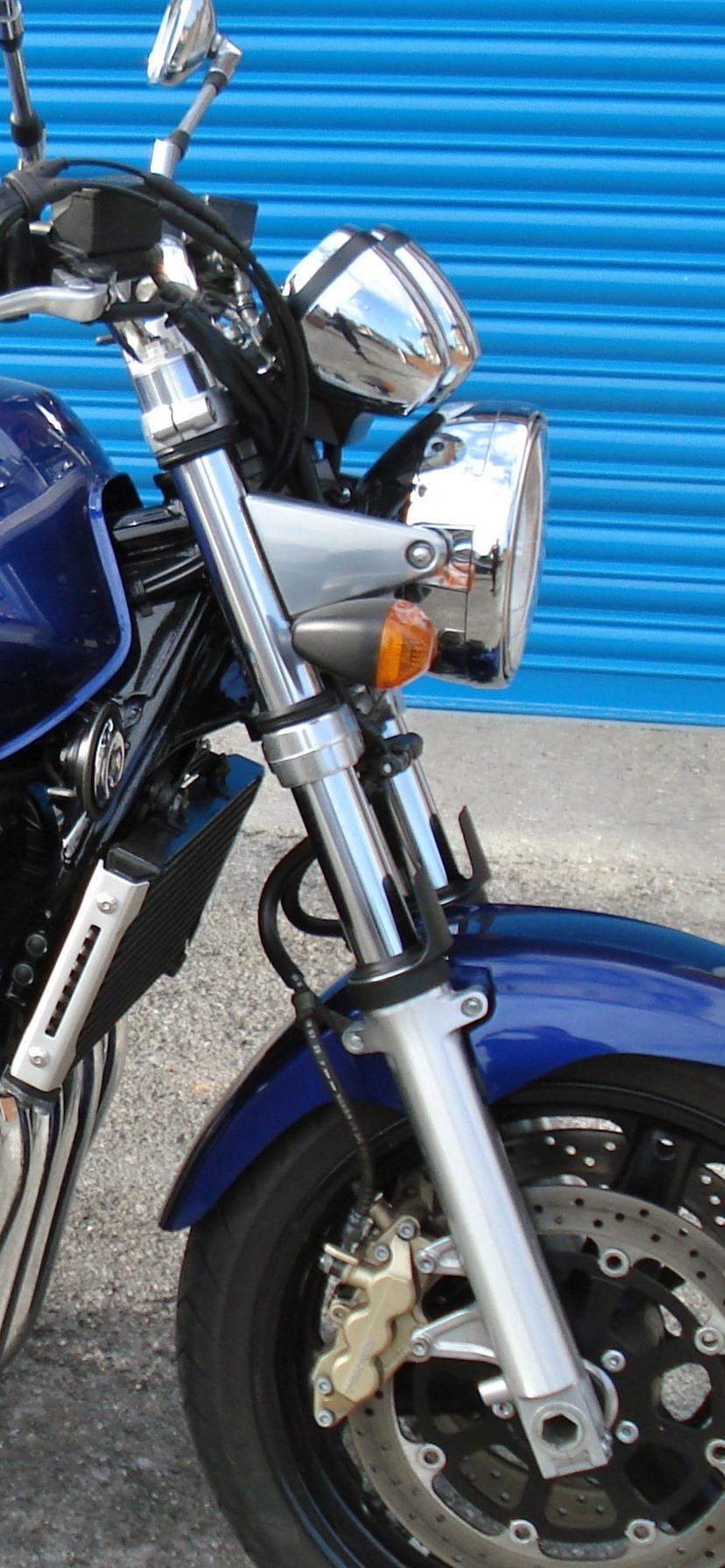 スズキ Gsx 1400 ブルーオートバイ 8x1792 Iphone 11 Xr 壁紙 背景 画像