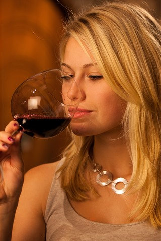 iPhone Wallpaper Blonde girl drink red wine