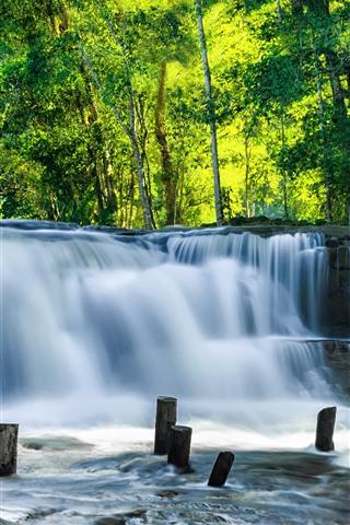 iPhoneの壁紙 カンボジア、滝、緑の木々