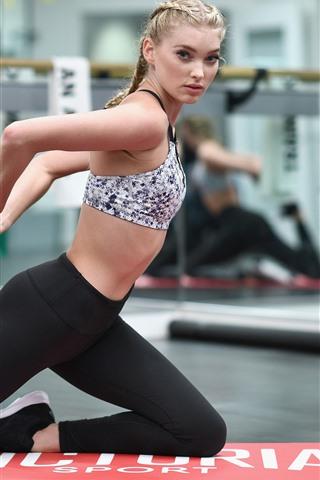 iPhone Wallpaper Fitness girl, pose, ball, gym