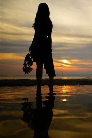iPhone Wallpaper Girl back view, silhouette, beach, sea, sunset