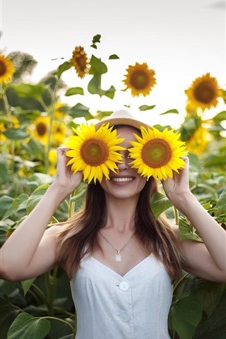 iPhone Wallpaper Happy girl, smile, sunflowers, like a glasses