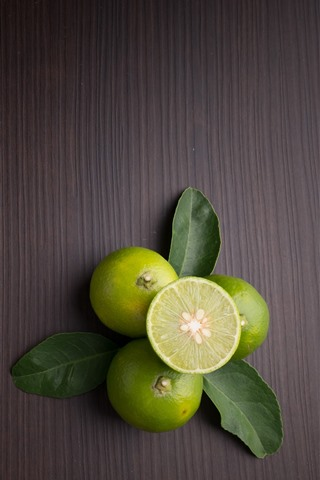 iPhone Wallpaper Limes, fruit, wood background