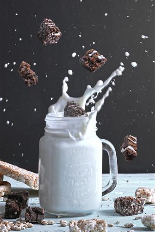 Milk Splash Cookies 1242x2688 Iphone Xs Max Wallpaper