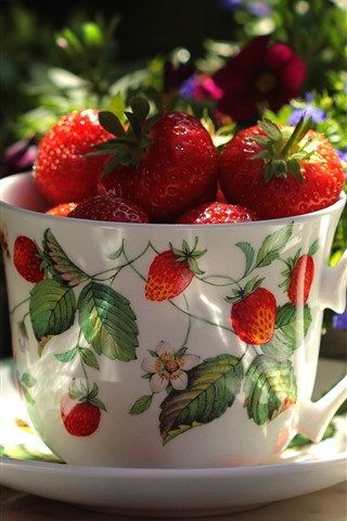 iPhone Wallpaper One cup of strawberry, fruit