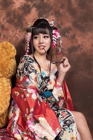iPhone Wallpaper Smile Japanese girl and teddy bear, kimono