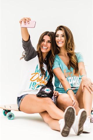 iPhone Wallpaper Two happy girls, skateboard