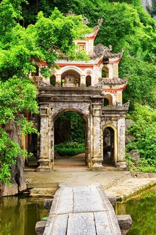 iPhone Wallpaper Vietnam, Ninh Binh Province, bushes, mountains, green, lake, archway