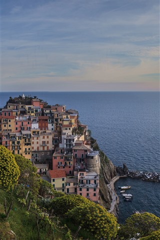 iPhone Wallpaper Italy, Ligurian Sea, Manarola, coast, houses, clouds, dusk
