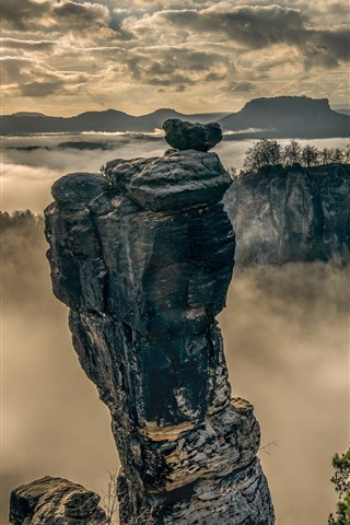 iPhone Wallpaper Saxon Switzerland, Elbe Sandstone Mountains, fog, morning, clouds
