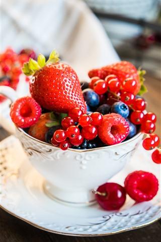 iPhone Wallpaper Cup, berries, strawberries, fruit
