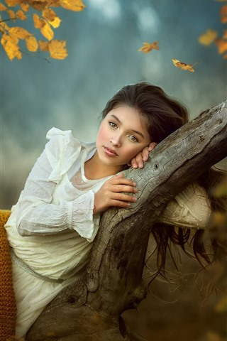 iPhone Wallpaper Lovely young girl, pose, tree, autumn