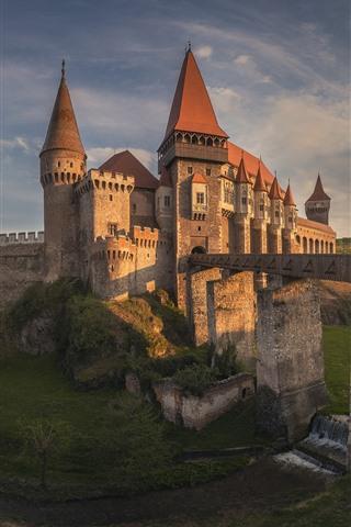 iPhone Wallpaper Romania, Transylvania, castle, bridge, river, dusk