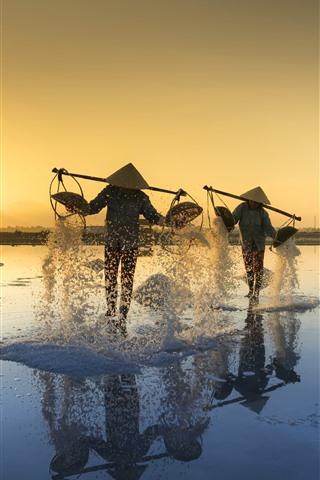 iPhone Wallpaper Vietnam, people, salt, morning, sun rays
