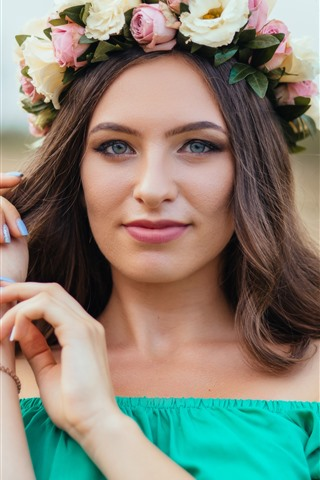 iPhone Wallpaper Brown haired girl, wreath