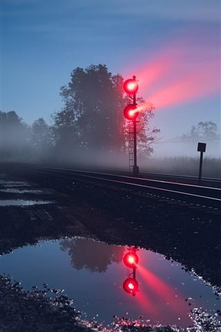 iPhone Wallpaper Railroad, traffic light, night