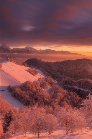 iPhone Обои Словения, зима, снег, деревья, горы, красный стиль, сумерки, закат
