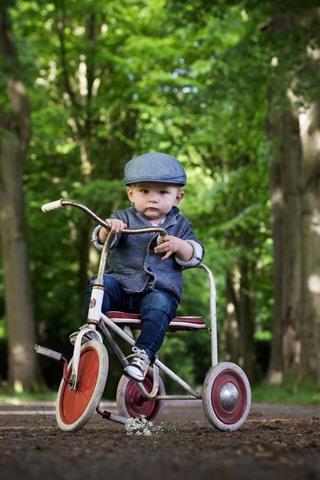 iPhone Wallpaper Cute little boy, child, toy bike