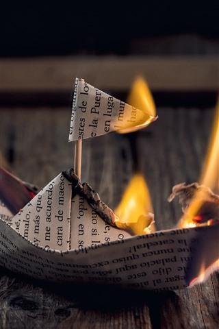 iPhone Обои Бумажный кораблик, огонь