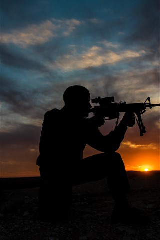 iPhone Wallpaper Soldier, silhouette, weapon, sunset