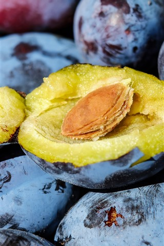 iPhone Wallpaper Fresh plums, fruit