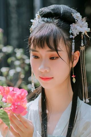 iPhone Wallpaper Retro style Chinese girl, hanfu, look, flowers