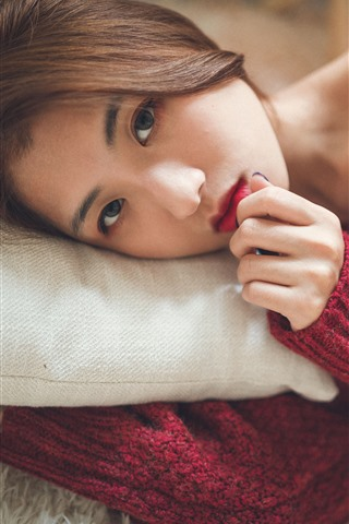 iPhone Wallpaper Asian girl look at you, red sweater, bed