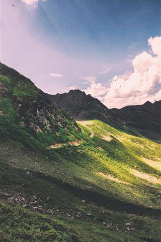 iPhone Papéis de Parede Montanhas, declive, luz do sol, nuvens, raios de sol