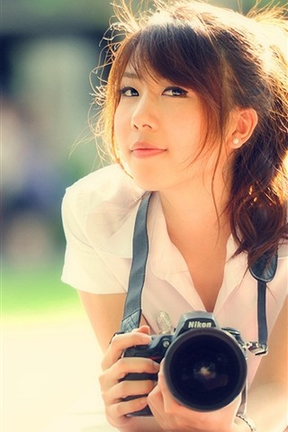iPhone Fond d'écran Fille asiatique, sourire, appareil photo, soleil