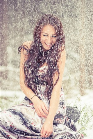 iPhone Wallpaper Brown hair girl in the snowy day, happy