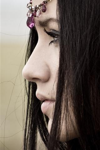 iPhone Hintergrundbilder Schwarzes Haarmädchen, Gesicht, Seitenansicht, Wimpern, Kopfschmuck
