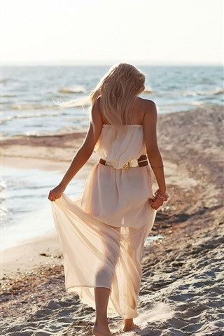 iPhone Wallpaper Blonde girl, back view, walk on beach, sea