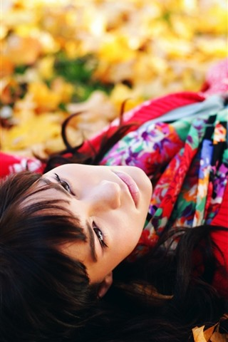 iPhone Wallpaper Girl sleep on ground, maple leaves, autumn
