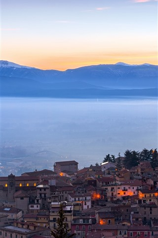 iPhone Wallpaper Italy, castle, city, morning, lights, fog