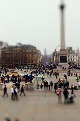iPhone Wallpaper City, square, people, hazy